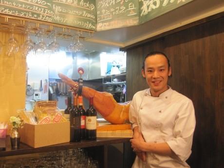 牛込中央通りにオープンした「Osteria AKY」店主の伊藤章紘さん