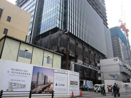 現在推進中の飯田橋駅西口地区第一種市街地再開発事業(手前が業務・商業棟、右奥が住宅棟)