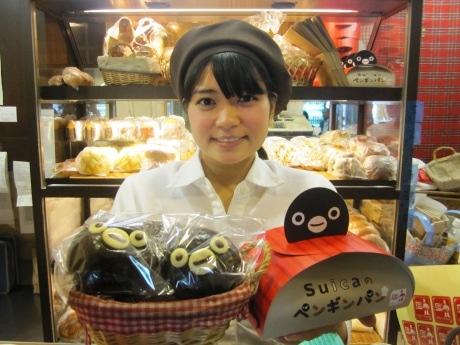 「Suicaのペンギンパン」を販売する「エディーズ・ブレッドミニ 飯田橋店」©Chiharu Sakazaki/JR東日本/DENTSU