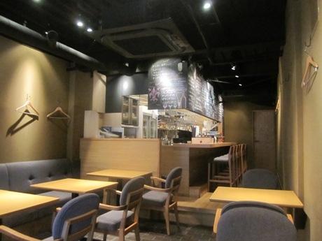 神楽坂上交差点近くにオープンしたイタリアン「Alberini」店内
