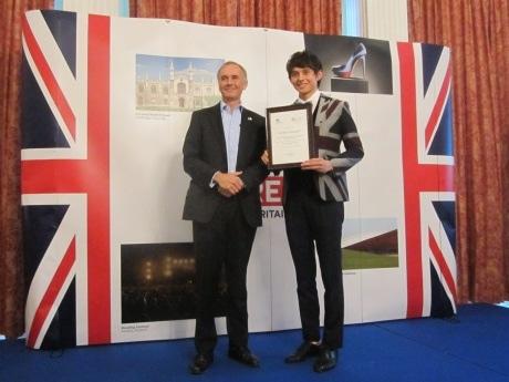 「食の親善大使」に任命されたハリー杉山さんとティム・ヒッチンズ駐日英国大使
