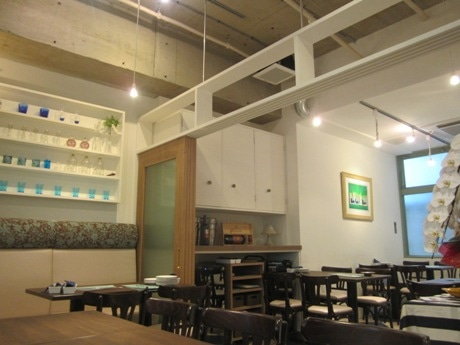 新宿通りの裏通りにオープンしたイタリアンバル「四谷Mar(マル)」店内