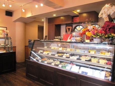 船堀から神楽坂に移転オープンしたフランス菓子店「Bon Riviere(ぼん りびえーる)」店内