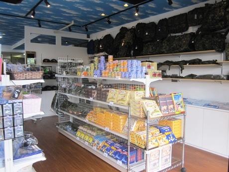 市ケ谷に300種以上の自衛隊グッズをそろえるミリタリーショップ「ミリタリー 将」がオープン