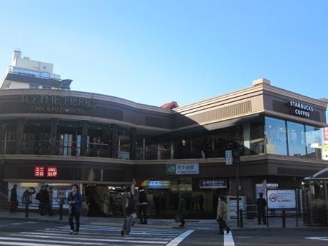 駅構内の全てのテナントが昨年末までに新規・リニューアルオープンしたJR市ケ谷駅