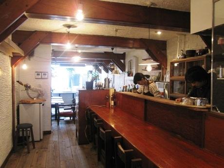神楽坂通り沿いにオープンしたカフェ「caqui(カキ)」