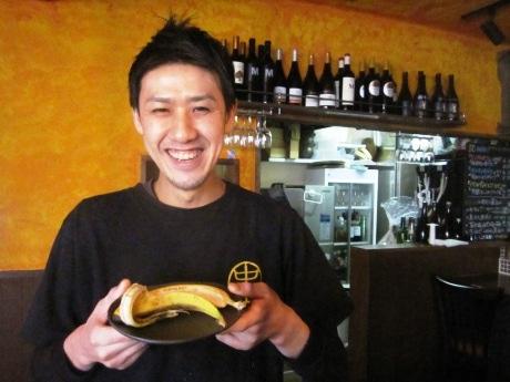 話題の新作デザート「バナナの丸ごとパンナコッタ」を開発した中村祥啓さん