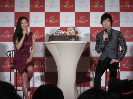 ゴディバ ジャパンによるホワイトデーイベント「GODIVA White Day 2014~Love needs balance.」に登場した壇蜜さんと上遠野太洸さん