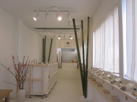 神楽坂・弁天町交差点のそばにオープンしたお香の店「Juttoku.(ジュットク)」
