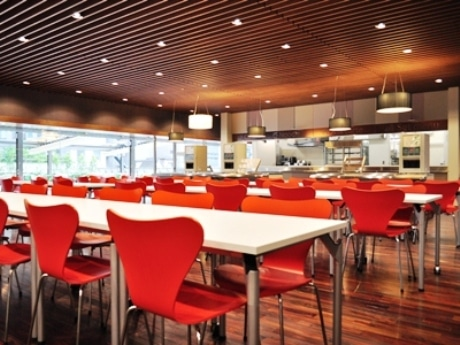 大妻女子大学千代田キャンパス新校舎本館にオープンした学生食堂「kotacafe(コタカフェ)」
