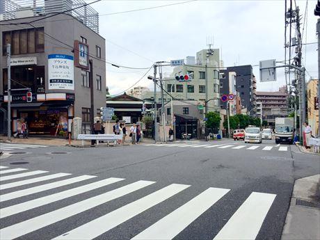 神楽坂通りと大久保通りが交差する「神楽坂上交差点」