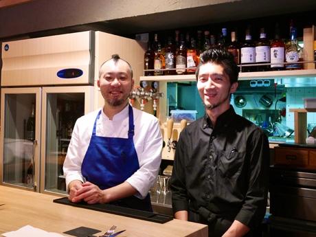 小貫友寛オーナーシェフ(左)とサービス担当の井草聡史さん