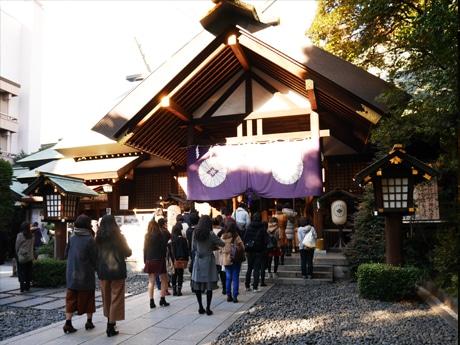 多くの参拝者でにぎわう東京大神宮