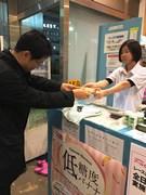 東京マラソン公式バナナ、ランナーズステーション麹町でサンプリング