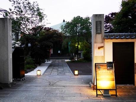 神楽坂「妙徳山 圓福寺」で毎月第1水曜の夜に開催されている懺悔イベントが1周年を迎えた