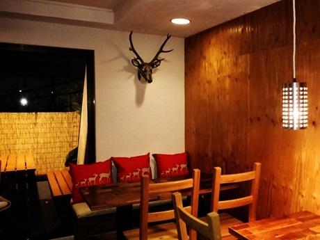 四谷・荒木町にワインの飲み放題と鹿肉料理専門店「DEER KITCHEN」がオープン