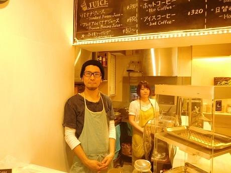 市ケ谷にオープンしたバナナジュース専門店「ミバショウ」店主の宮原健さん