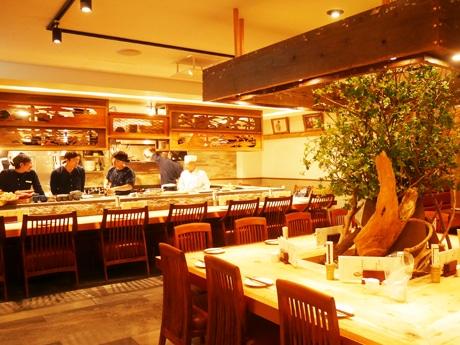 神楽坂にオープンした魚介メインの和食居酒屋「なきざかな」店内の様子