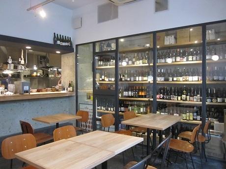 飯田橋にオープンしたワインと日本酒の店「ル・ジャングレ」店内の様子