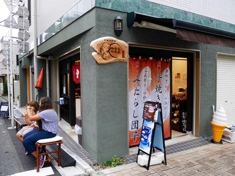神楽坂通りにオープンした手焼きせんべい店「神楽坂地蔵屋 神楽坂通り店」