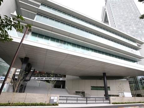供用を開始した法政大学市ケ谷キャンパスの新校舎「富士見ゲート」