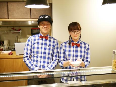 市ケ谷にオープンした「TOFU STAND.salad」店主の竹田祐介さんとスタッフ