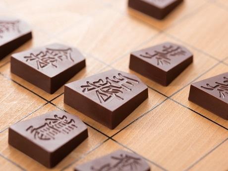 将棋の駒を再現したチョコレート「Shogi de Chocolat(将棋 デ ショコラ)」