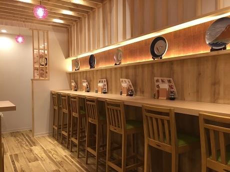 半蔵門駅そばにオープンしたダシ茶漬け専門店「雅なだし」店内の様子