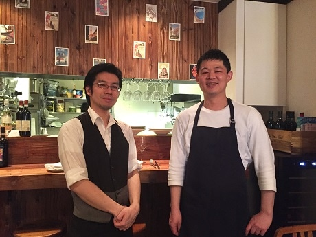 靖国神社そばにオープンしたイタリアンレストラン「ALLEGRIA」シェフの村上雄一さん(右)とソムリエの増子基さん
