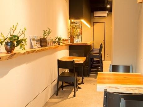神楽坂にオープンした秋田県東成瀬村の飲食店型アンテナショップ「むらむすび」店内