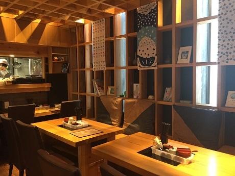 武蔵小山から飯田橋に移転オープンした讃岐うどんとかき氷の和カフェ「まめ茶和ん」店内の様子