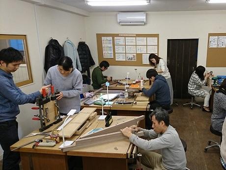 間もなく移転1周年の家具工房「アクロージュ ファニチャー」が初のインテリアワークショップ、無料木工教室体験を開催(画像=木工教室の様子)