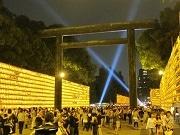 夏の風物詩・靖国神社で「みたままつり」 本殿前の中庭に光の演出も