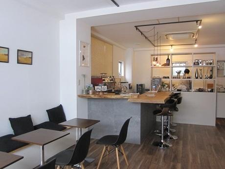 飯田橋にオープンしたコーヒーとお酒の店「REST(レスト)」
