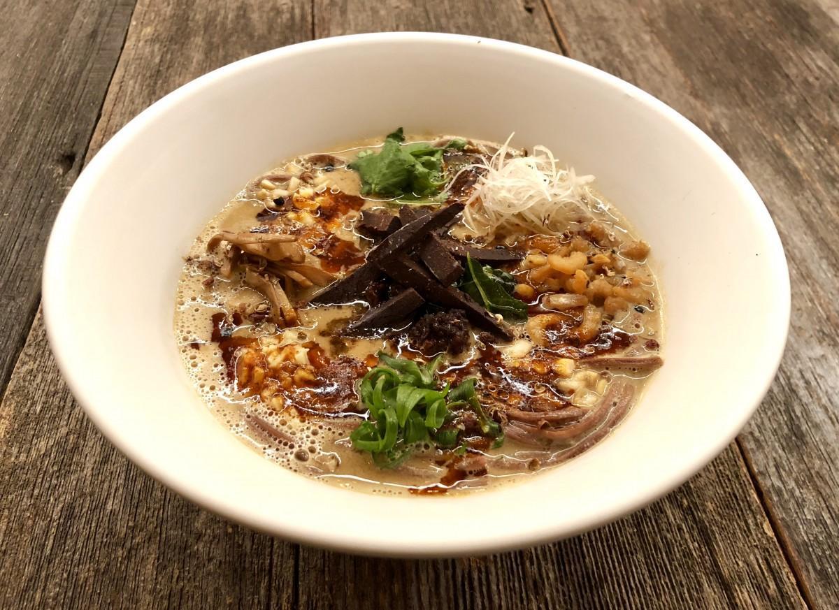 2月5日より提供するバレンタイン限定の「チョコ担々麺」