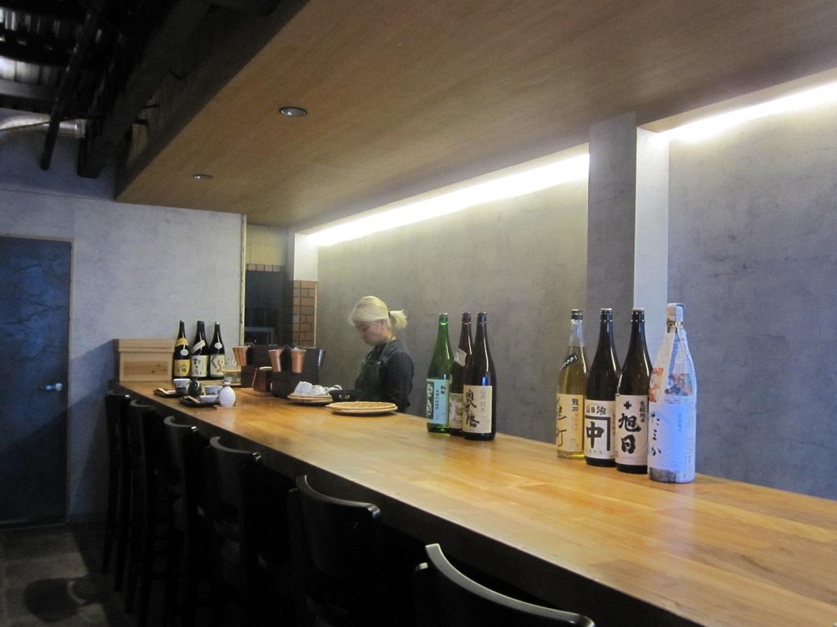 奥神楽坂に日本酒バー「カンザケとアテ 豆燗(まめかん)」がオープン