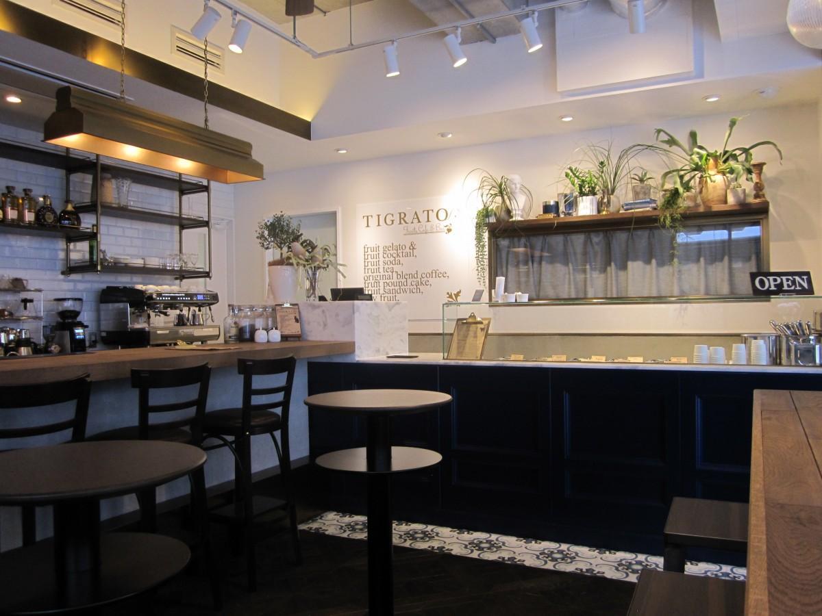 四ツ谷駅近くにオープンしたフルーツカフェ&バー「TIGRATO」店内の様子