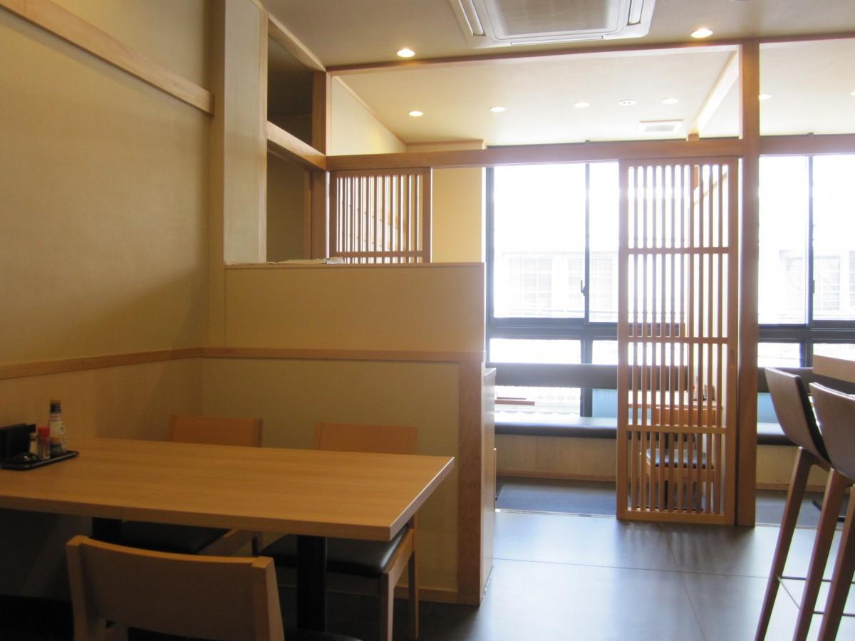 神楽坂・兵庫横丁入り口に創作居酒屋「神楽坂 横内」がオープン(画像=店内の様子)