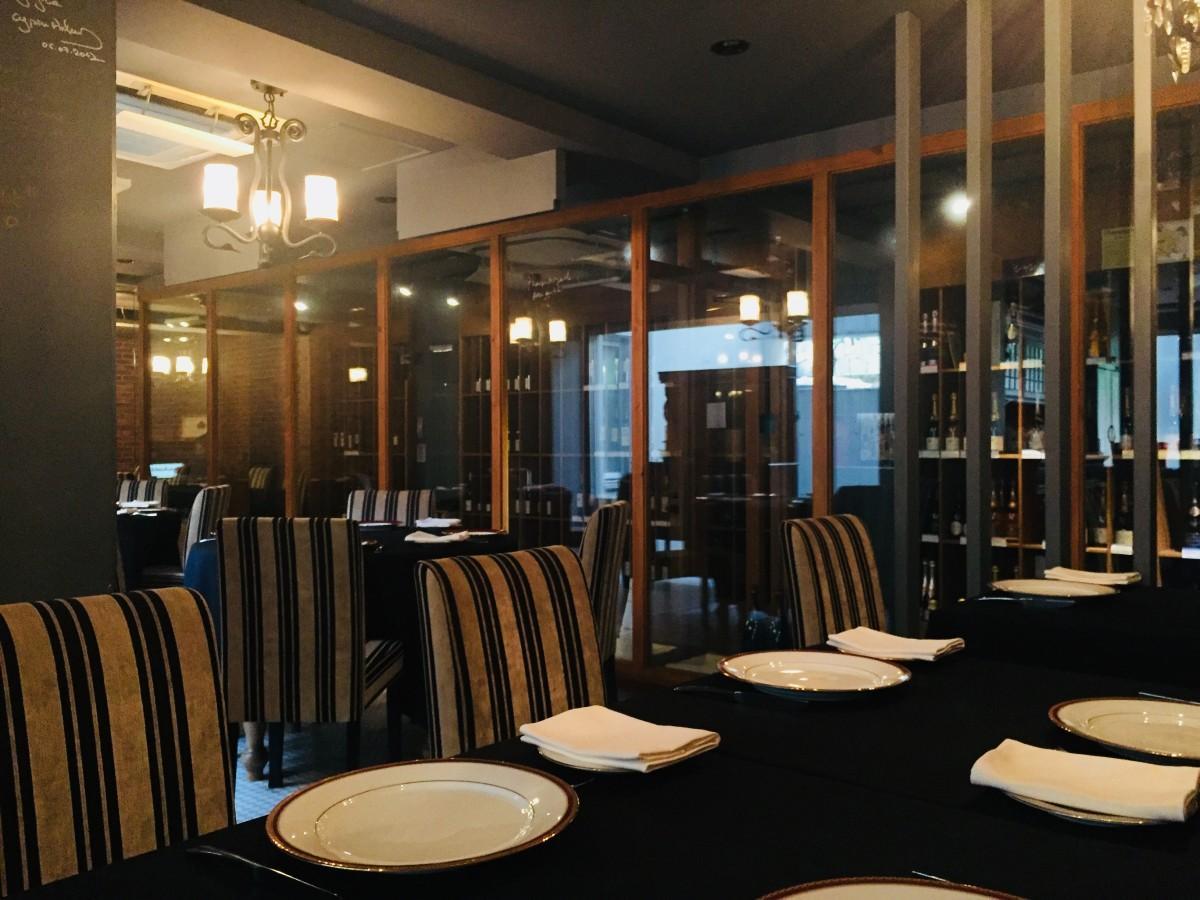 地蔵坂にオープンした「レストラン アロム」店内の様子