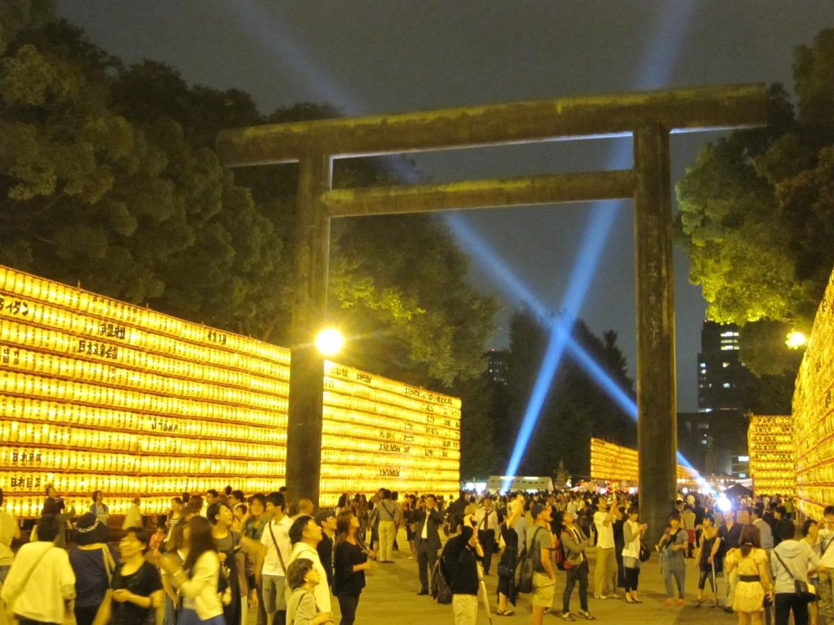 靖国神社で都心の夏の風物詩の一つ「みたままつり」が間もなく始まる(画像=過去開催時の様子)