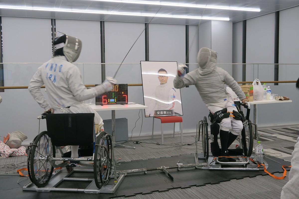 車いすフェンシング(画像提供:法政大学)