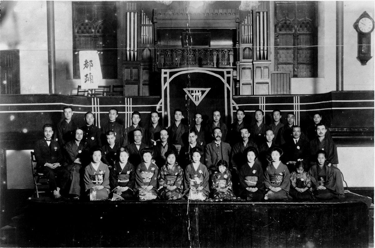 1919(大正8)年「宮城道雄自作箏曲第一回演奏会」の記念写真(画像提供:宮城道雄記念館)