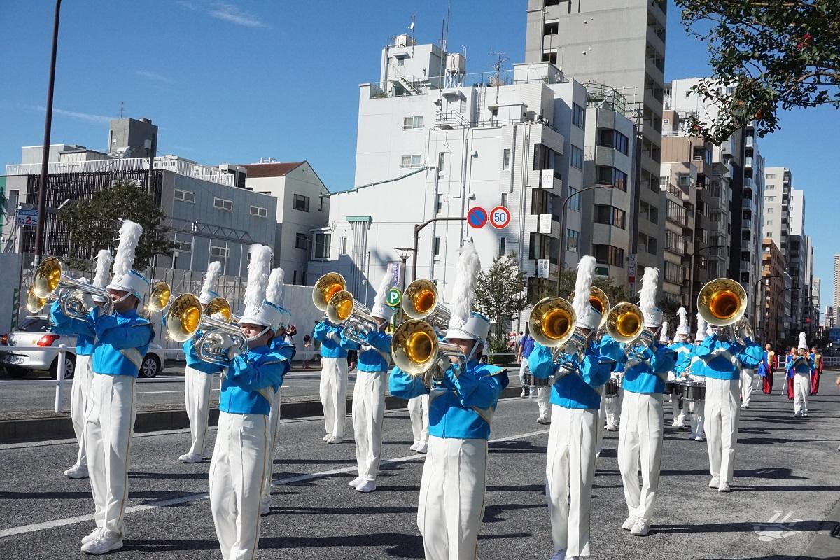 外苑東通り歩行者天国でのパレード(昨年の実施風景)