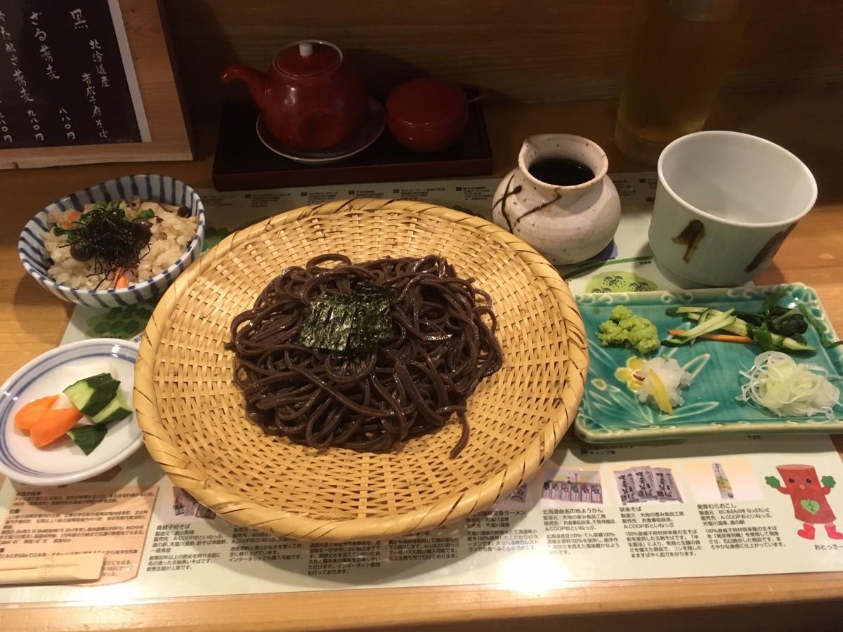音威子府そば(ざる蕎麦)とサービスの炊き込みご飯・自家製ぬか漬け