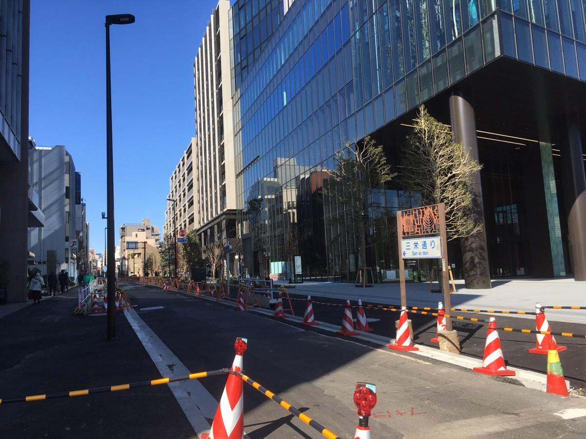 外構及び道路工事が続く三栄通りサイド(2月6日現在)