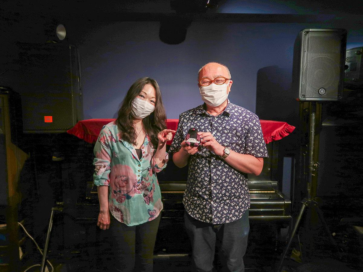 「CON TON TON VIVO」店主の天神直樹さん(右)、スタッフの笠野裕美子さん(左)