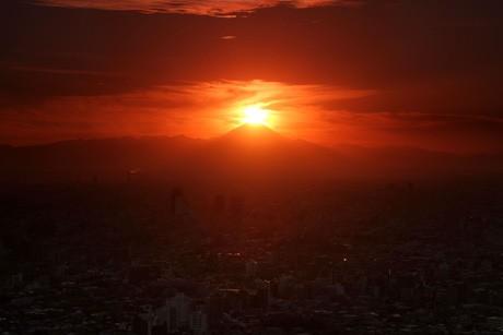 「ダイヤモンド富士」(2010年1月27日 撮影:金子宏一)