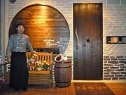 池袋東口にワインバール-店内はワイン蔵をイメージ、コンフィ料理中心に