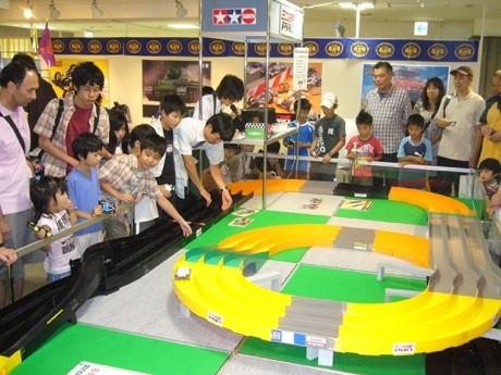 会場に設置されるミニ四駆サーキット(過去開催時)