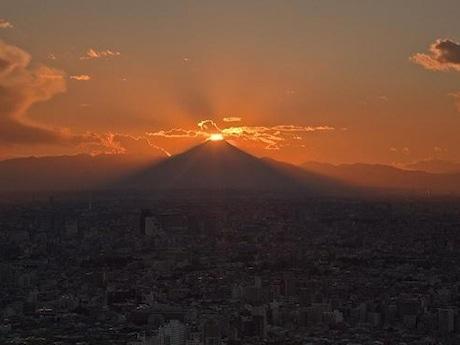 「ダイヤモンド富士」(2012年11月15日、撮影=金子宏一さん)